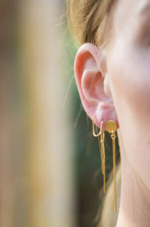 bar-clapper-earring-gold-label-kiki.jpg