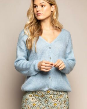 Woman wearing a light blue knitted cardigan