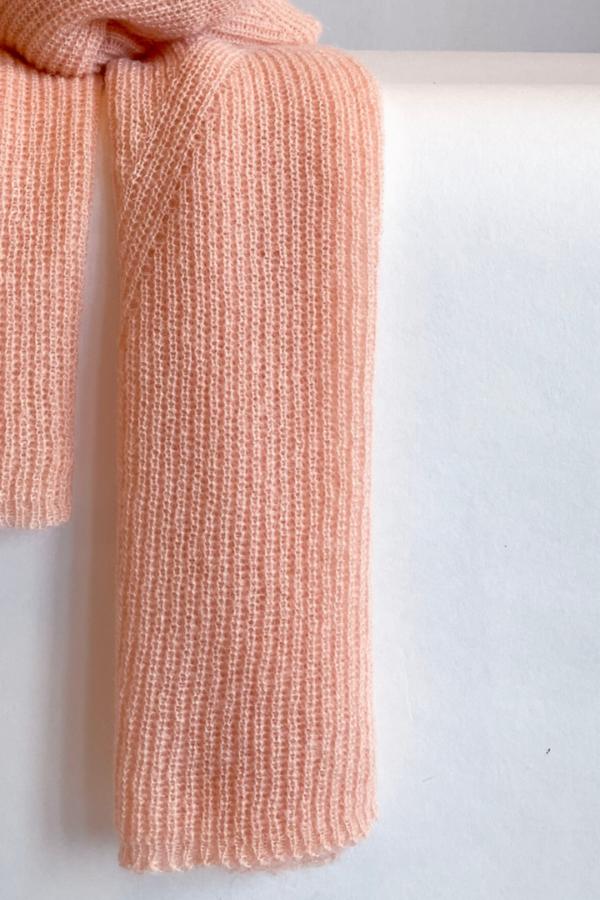 Jille scarf in soft peach