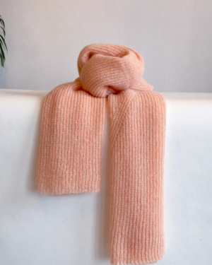 Jille scarf in soft peach
