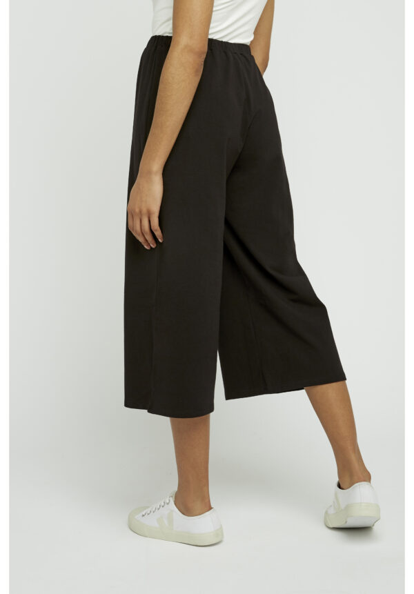 Chandre cropped black trousers back