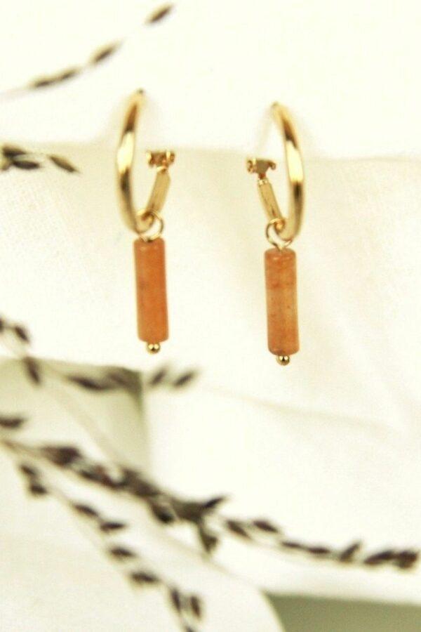 groove-is-in-the-heart-oorbellen-goud-oranje-rooi.jpg